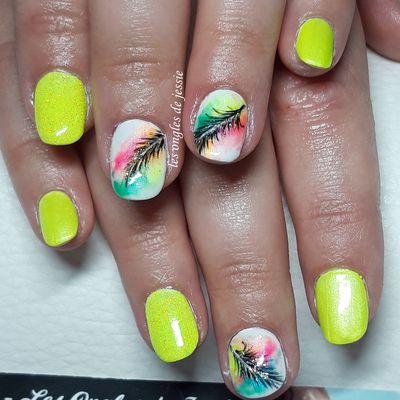 vernis jaune fluo nailart plume colorée