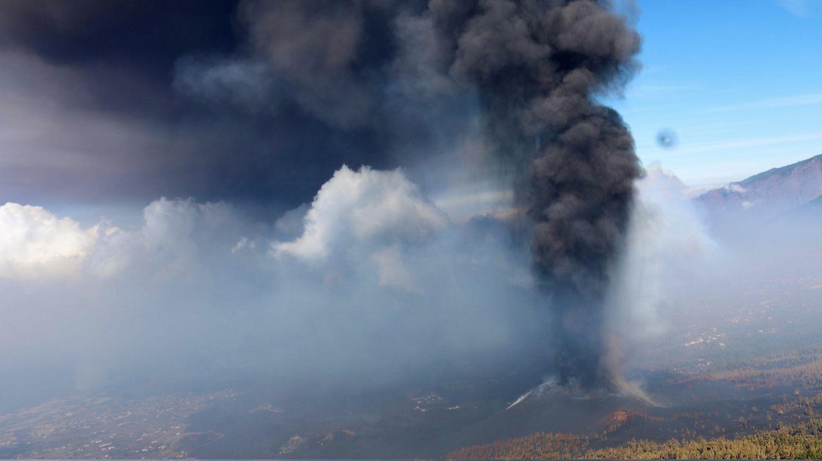 La Palma - le site éruptif du Cumbre Vieja le 06.10.2021 - photo InVolcan, à bord de l'hélico de la Guardia Civil