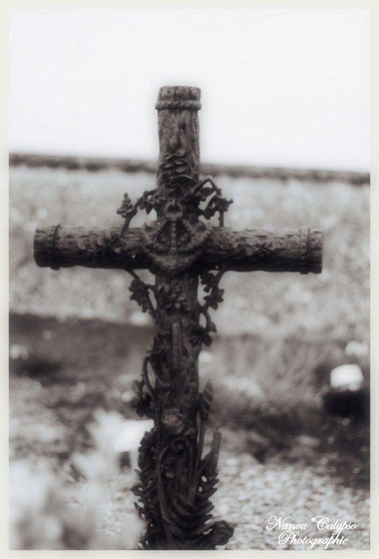 """""""Mieux vaut porter sa croix que la traîner.""""  Proverbe breton"""