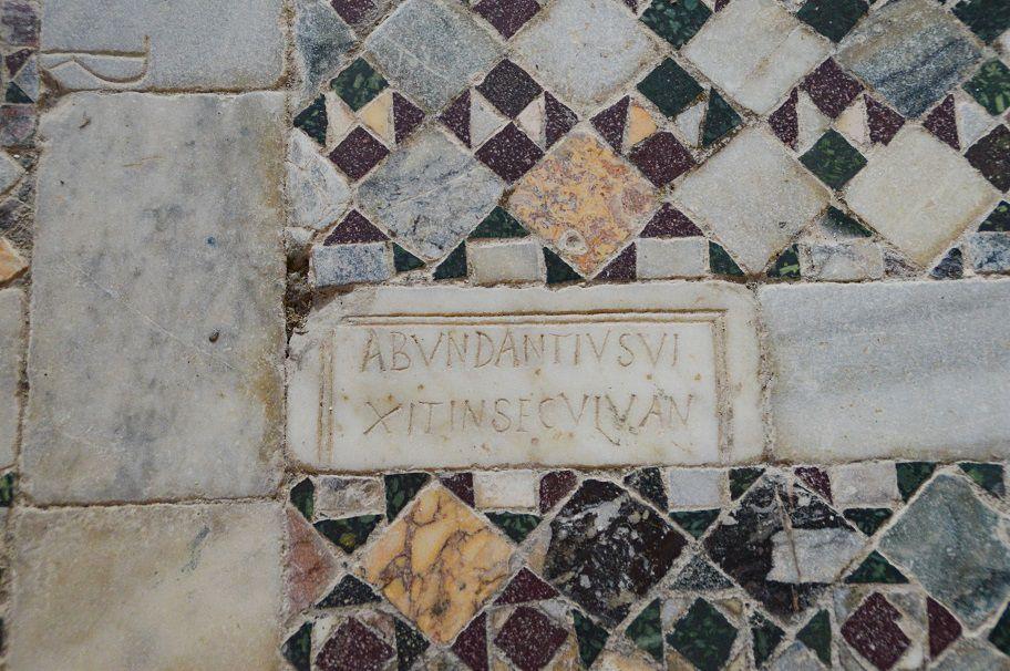 Tarquinia, une église en pur style roman