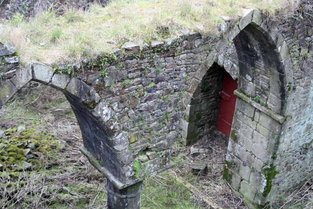 Images rapportées d'un bref séjour à Fougères, les 1er et 2 mars 2013. Du château surtout, une des plus impressionnantes forteresses médiévales d'Europe, qui en dit long sur les rapports de l'époque entre la Bretagne et la France...