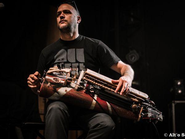 Grégory Jolivet, une musique originale grâce à ses vielles à roue, il a enregistré et participé à plus d'une vingtaine d'albums depuis 1997