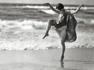 Danseuse du début du siècle dernier, en l'occurrence Isadora Duncan