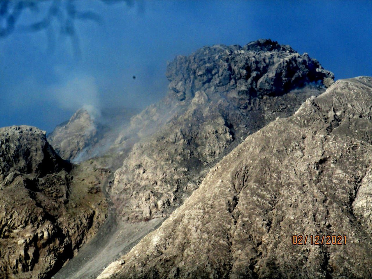 Sinabung - morphological change at the top of the dome - photo Sadrah Peranginangin 12.02.2021 - one click to enlarge