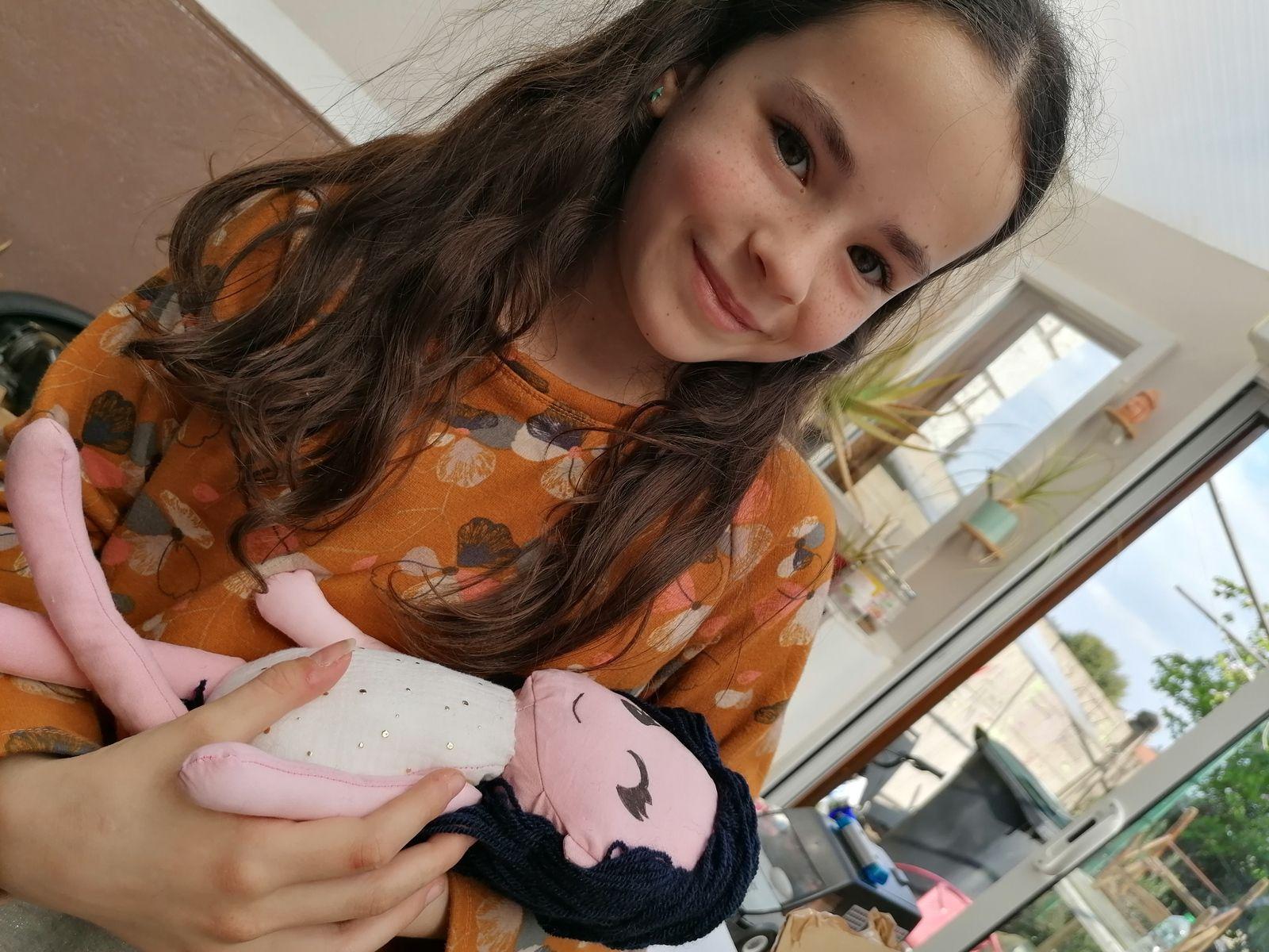 Une poupée à la demande de ma fille. Son sourire en dit long !!!