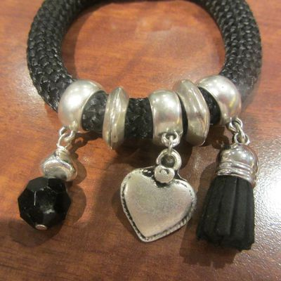 Bracelet corde et breloques