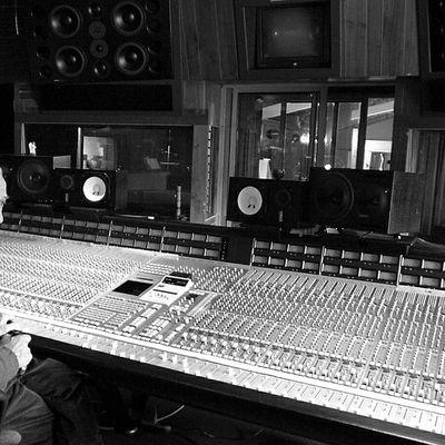 patrice quef, un ingénieur du son français et surtout le gérant du studio MIRAVAL qui a vu les Pink Floyd, yes ou wham pour ne citer qu'eux
