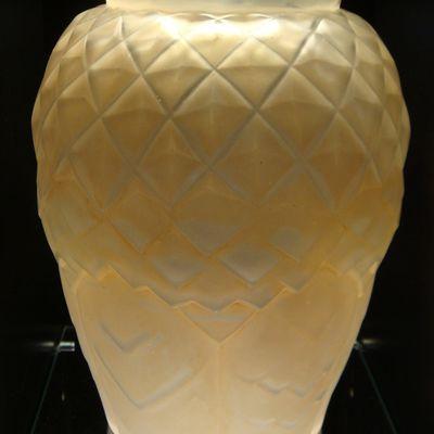"""Vase Hunebelle Modèle """"Feuillage"""" - Patine Sépia"""