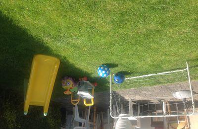 Au jardin ...la tente à balles et le filet de foot