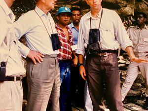''SAR le Prince Philip, qui était un grand défenseur de l'environnement et un passionné d'ornithologie. En 1985, alors que je travaillais pour le WWF, j'ai eu le privilège de passer trois jours avec le Prince Philip dans les parcs nationaux de la montagne d'Ambre et de l'Ankarana à Madagascar pour observer les oiseaux et les lémuriens endémiques…'' Olivier Langrand [DR] (Cliquez pour agrandir)