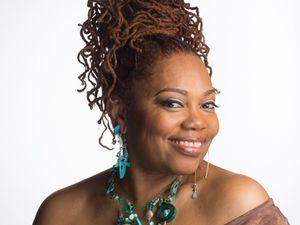 dee alexander, elle nous vient de chicago et chante du pur jazz dans la grande tradition des chanteuses black de dinah washington à nina simone