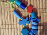 Premier essai de collier de perles triées (avec des enfants d'âge préscolaire)