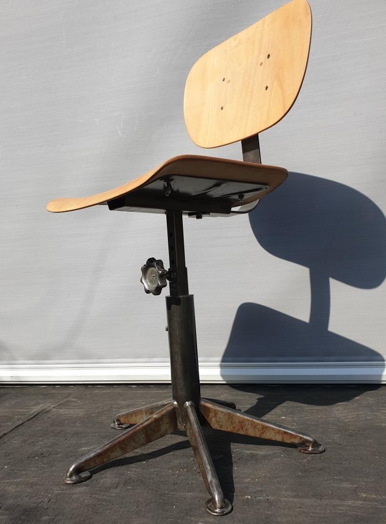 Chaise d'atelier 1950 piétement étoile à 5 branches - 250 euros