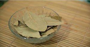 Brûler des feuilles de laurier à la maison !