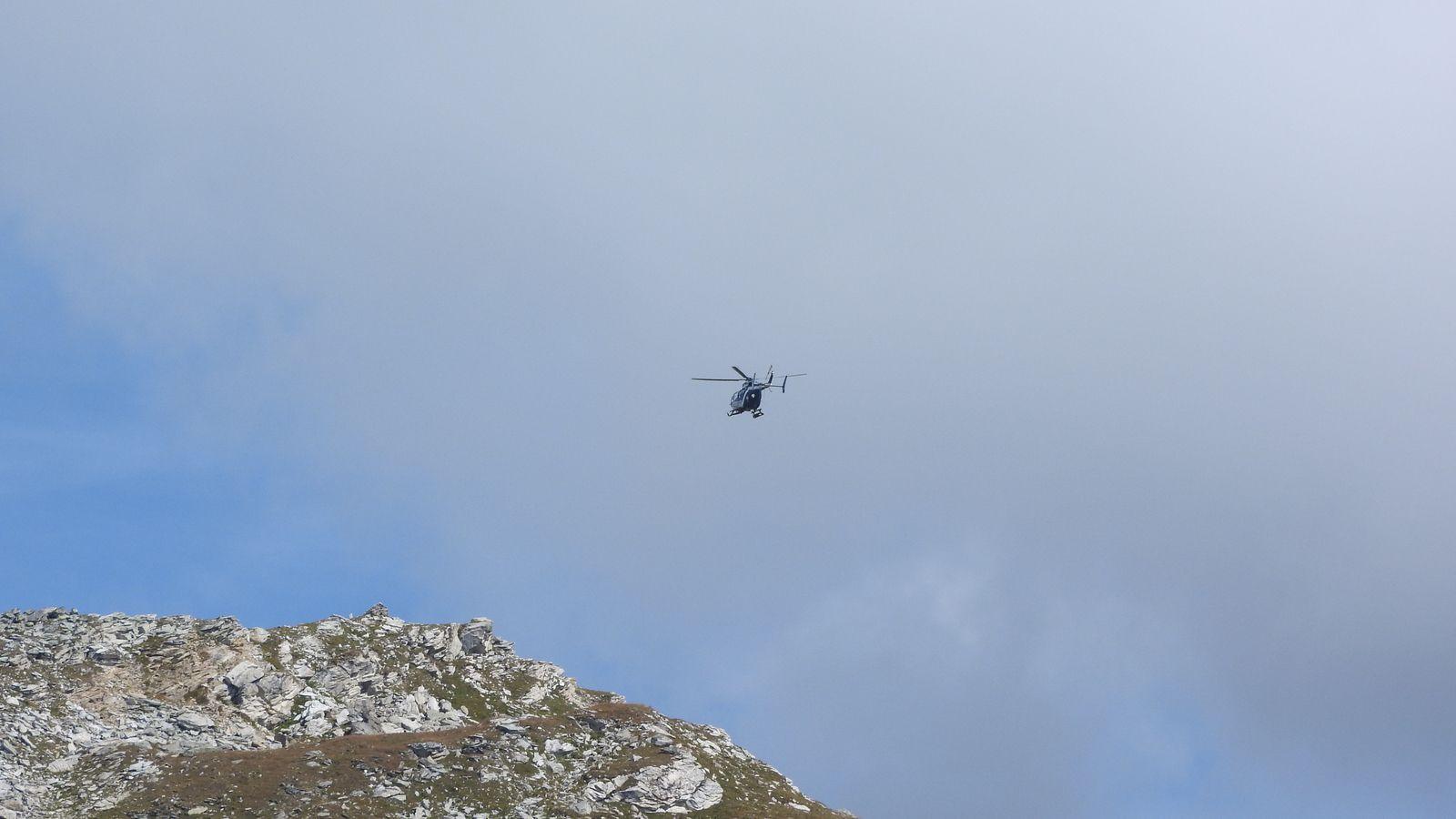 Secours en montagne sous la Pointe du Tougne pour une chute de parapentiste