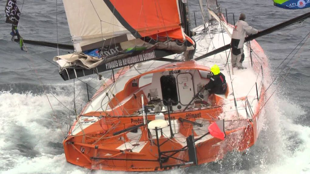 A moins de 45 jours du Vendée Globe, l'Imoca PRB heurte un OFNI
