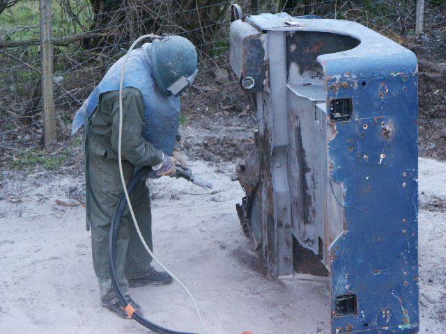 crédit photos : alain CHAUSSADE - la caisse  jaune, c'est vrai il y a du travail. et la caisse bleu aussi - un exemplaire des roues fournie avec.