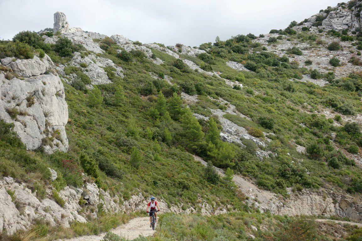 sur la piste du vallon de la Galère, sous le doigt de Roque Forcade