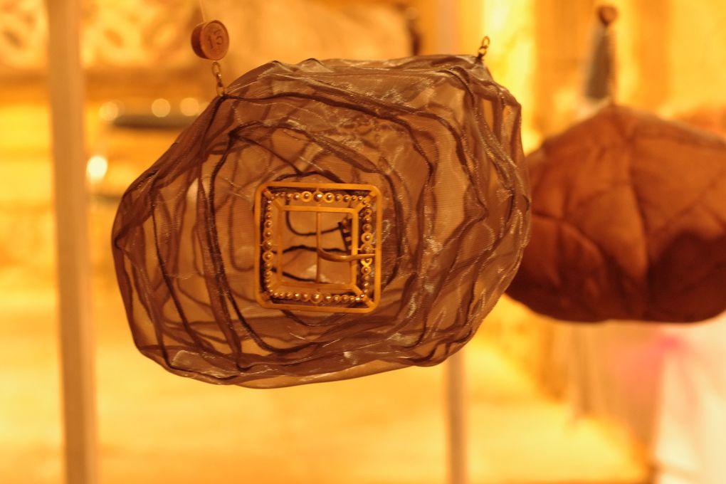 ISAO, galets flottant dans les airs, secrets bien gardés...un travail superbe et poétique...