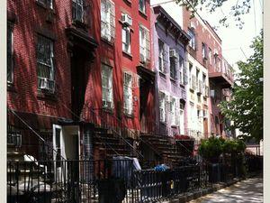 "Red stories (Greenwich Village, Brooklyn et notre hôtel, original & vintage, "" The Gershwin Hotel "", 7 E 27th St)"