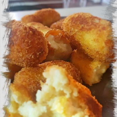 Croquetas de huevo frito