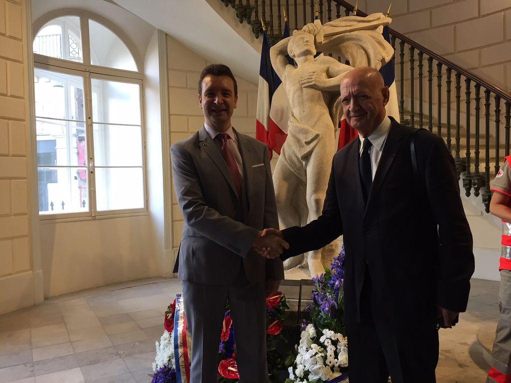 Le président national et le secrétaire général de l'UGF, avec notre drapeau national.