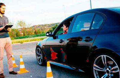 Advantages of auto driving lessons in Uk ?