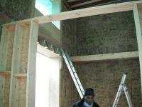 Avant de pouvoir continuer l'installation du gîtage sur le reste de la maison, il nous faudra fabriquer la structure de la cage d'escalier qui est un peu différente que celle de la première maison.