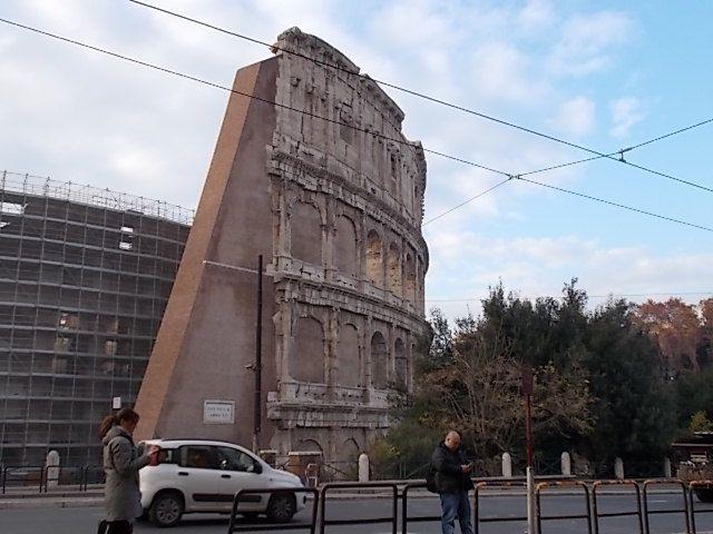 Thermes de Caracalla de l 'extérieur et photos de rues....