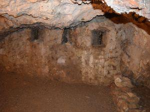 L'unique grotte fortifiée en Europe par Vauban. C'est après l'occupation des Miquelets en 1674 que Vauban a décidé la fortification de la cavité pour l'intégrer à la défense de la ville. Elle est reliée à Villefranche de Conflent par un escalier donnant sur la RN116. Malheureusement, Vauban ne pourra pas voir la réalisation de son projet puisqu'il meurt la même année où commencèrent les travaux en 1707. En 2008, le site est classé au patrimoine mondial de l'UNESCO !