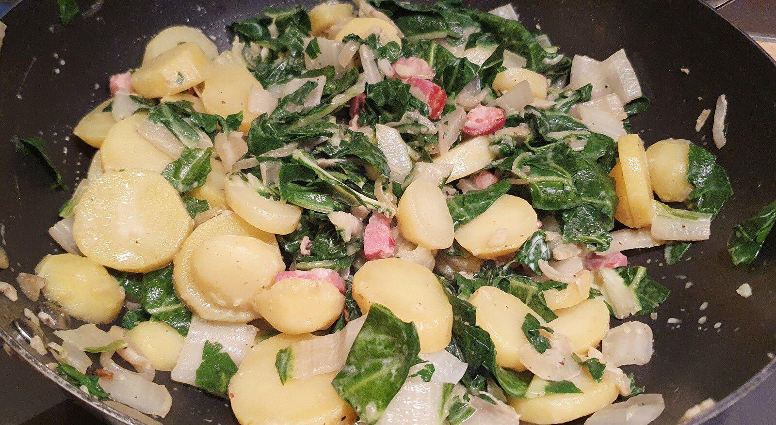 Poêlée de côtes de bettes, pommes de terre et lard fumé