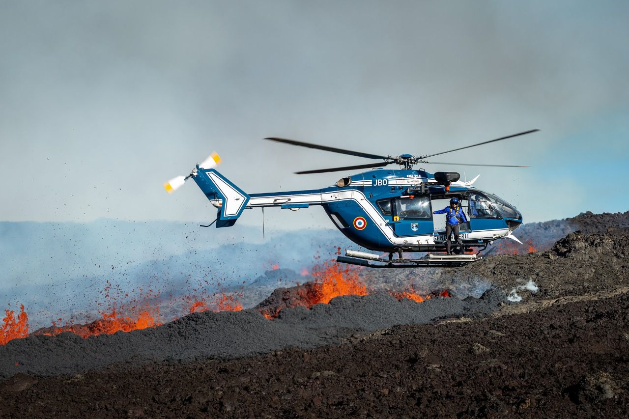 Piton de La Fournaise - Aerial reconnaissance and gas & lava sampling on 07.12.2020 - photo © OVPF-IPGP and SAG-PGHM