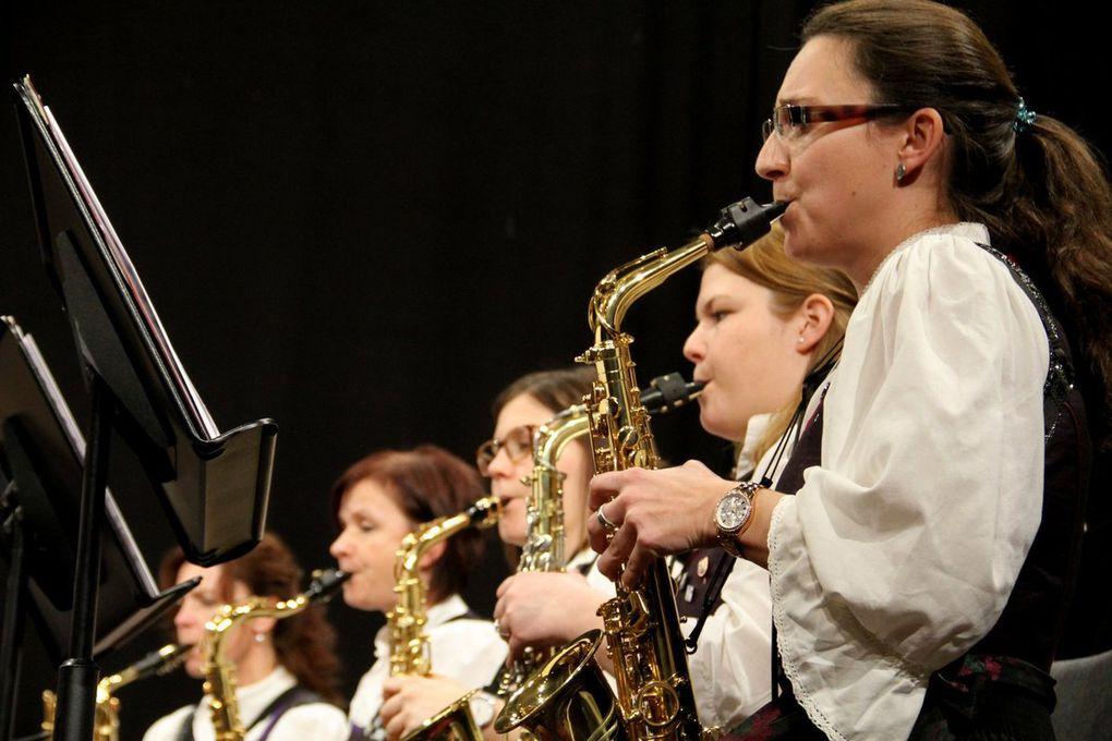 Das Orchester umfasst alle Blasinstrumente eines großen Symphonischen Blasorchesters: Piccolo-Flöte, Querflöten, Es-Klarinette, Klarinetten, Bassklarinetten, Fagotte, Englisch-Horn, Oboen, Saxophone, Trompeten, Flügelhörner, Waldhörner, Euphonien, Posaunen, Tuben, Kontrabass, Klavier und Schlagzeug/Percussion.