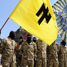 Les NÉO-NAZIS ukrainiens entraînés par les USA