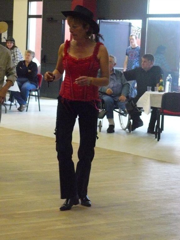 Très beau bal organisé par  le Coeur du Canton et animé par Cowboy Country 45