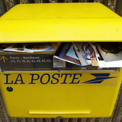"""Question de lecteur : comment utiliser la formule """"Sous couvert"""" dans un courrier ?"""