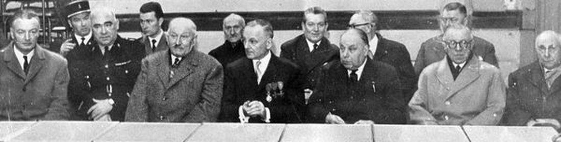 Au centre, Albert Louf vient de recevoir la rosette de la Légion d'Honneur, en 1960,  entouré à sa droite de Charles Vanoverschelde Maire d'Halluin,  et à sa gauche de Henri-France Delafosse Président de l'UNC et des Mutilés de Guerre. Egalement présents, Le Docteur Charles Dereu (1er rang, 2ème en partant de la droite), et au 2ème rang, de g.à d. : x, Hildevert Wancquet Fils, x, Pierre Duquenne, Alfred Maret, Hildevert Wancquet Père.