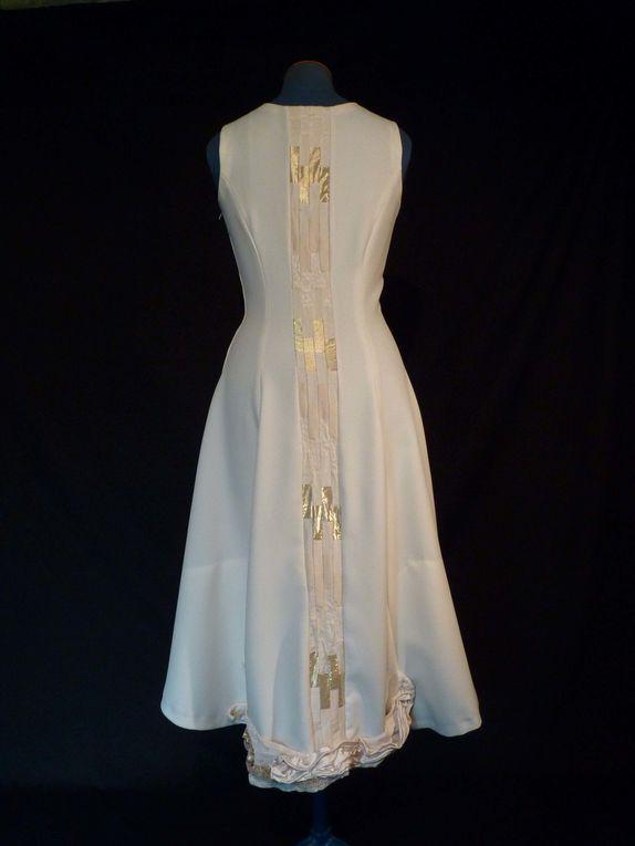 création robe bargello intrégré dos, bande libre sur le devant, application encolure et bas du dos de tissus plissés, drappés... brodée et perlée    ...