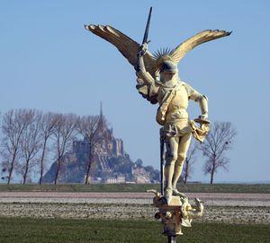 L'archange saint Michel s'envole du Mont-Saint-Michel ! (actualisé)