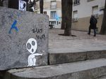 """Street-art? Un petit bonhomme nous ordonne: """"par ici"""", """"suivez le"""""""