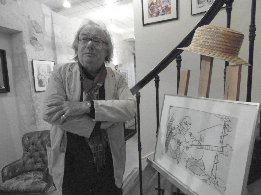 """Il nous présente ici une vingtaine d'œuvres en dessins et en aquarelle. Ces créations picturales ont été réalisées à """" La musardière """" au cours d'un concert et comme il le dit lui-même... """" La musique m'aide dans ma création, je m'y sens bien """". Jean-Louis Sébastien a toujours dessiné, il a été très influencé par l impressionnisme puis par l'abstrait, par des peintres de grande renommée en la matière. Depuis 1970, il avait 23 ans, il a toujours participé à des expositions où ses œuvres étaient présentées.  A très bientôt J-L.S.  Quittons cet artiste qui manie bien crayons et pinceaux pour retrouver une photo, certes tardive et ratée, mais très poétique.... Un envol de cygnes ce vendredi matin sur la Charente."""