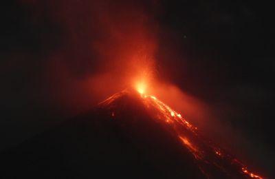 Eruptions du Fuego, de la Cumbre Vieja et du Karymsky.