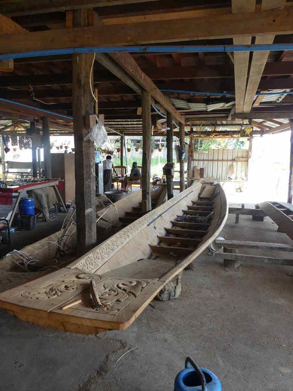 Un atelier de fabrication des barques