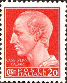 """Fig.4: émission de NOVARE (juillet 1945)  –La trame est fine et donne l'impression d'un ensemble plus précis: dessin net, à l'image de la didascalie et de l'ourlet retouché de la tunique. –L'inscription """"CAIVS IVLIVS CAESAR"""" est bien lisible. –Les lettres de """"Cent."""" sont plus claires; et la lettre """"C"""" ne touche pas les deux lettres qui suivent (EN). –Les caractères du chiffre """"20"""" sont plus grands; et le chiffre """"0"""" est plus proche du bord droit."""
