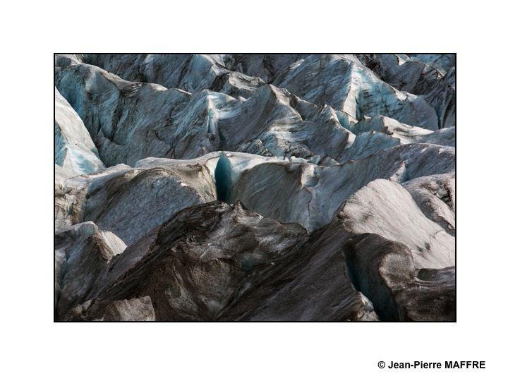 Le Vatnajökull se trouve dans le sud-est de l'Islande. Avec sa surface équivalente à la Corse, il recouvre 8 % de la surface de l'Islande.