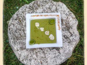 Velouté de poireau et pomme de terre à la purée d'amande au thermomix