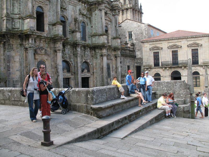Saint-Jacques-de-Compostelle (Santiago de Compostela en galicien et en castillan) est une commune espagnole située dans la province de La Corogne en Galice ; c'est la capitale de la communauté autonome de Galice...