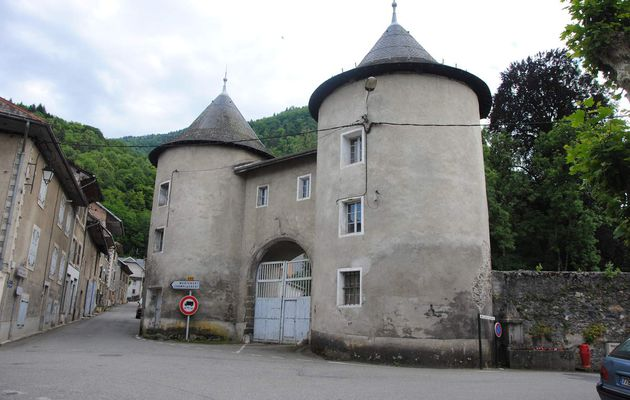 Le château de Chamoux sur Gelon, un témoin des guerres d'Italie et de la renaissance en Savoie?