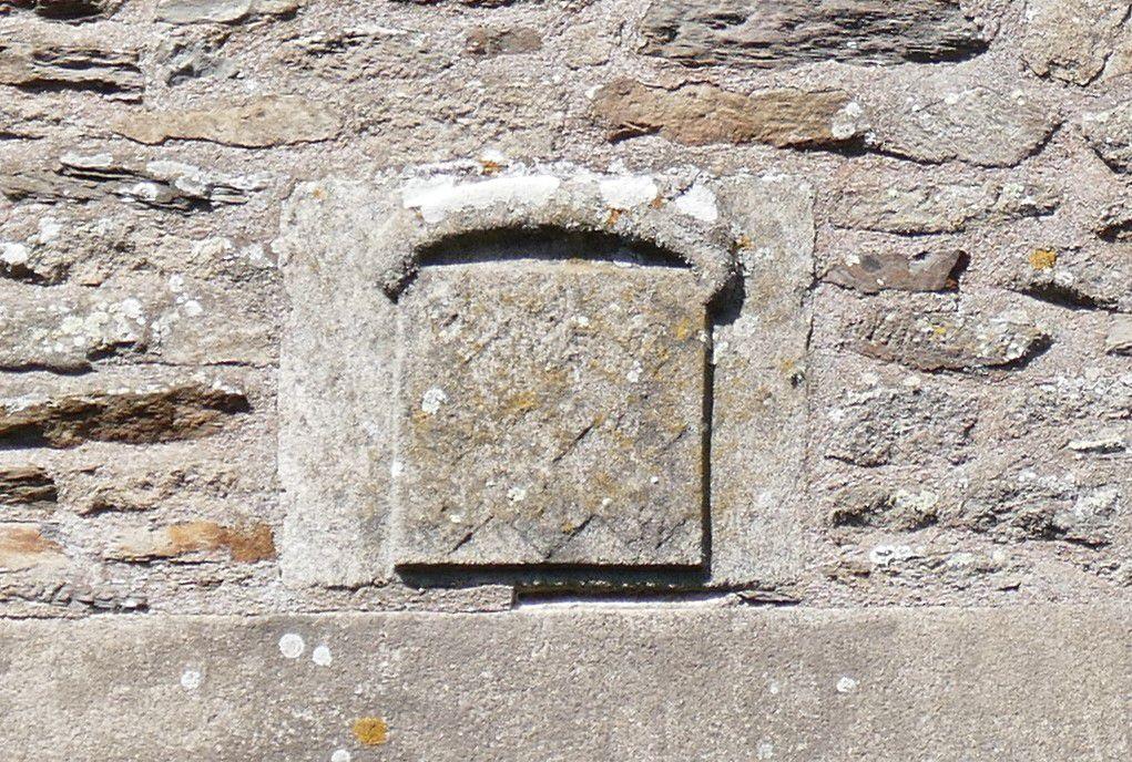 Les 22 crossettes (granite, vers 1489-1517 ??) du château de Pontivy. Photographie lavieb-aile 18 août 2021.