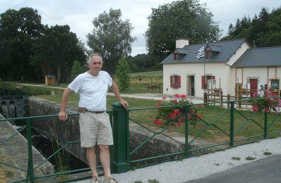 Poulhibet sur le canal de Nantes à Brest, visite de courtoisie